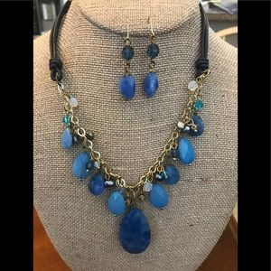 Necklace & Earring set...has extender